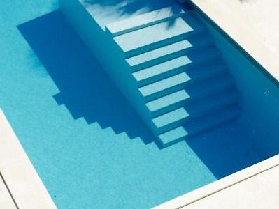 am nager sa piscine de luxe conseils et astuces. Black Bedroom Furniture Sets. Home Design Ideas